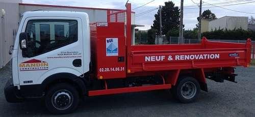 Camion de maçon pour construire sa maison autour de La Roche sur Yon Vendée